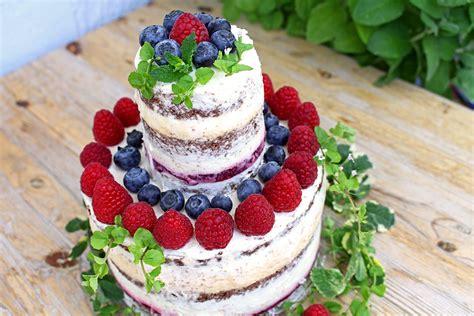 Weisse Schokolade-eierlikörmousse-torte Mit Himbeeren