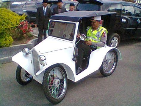 anggota polisi modifikasi sepeda motor jadi 1926 oleh syukri muhammad syukri halaman 1