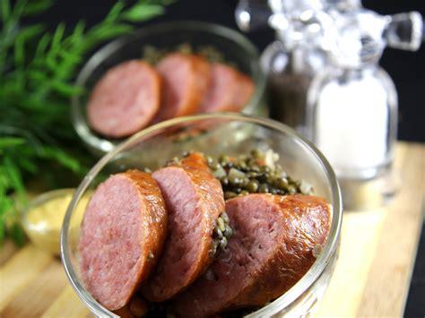 cuisiner saucisse morteau lentilles et saucisses de morteau à ma façon recette de