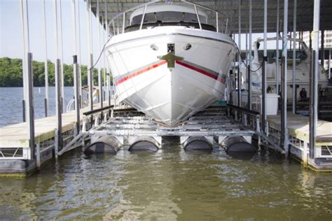 Boat Lift Pics by Summerset Boat Lifts Faqs On Boat Lifts At The Lake Of