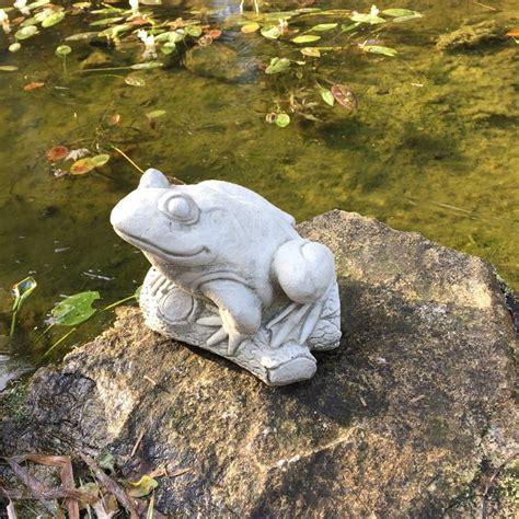 Dekoration Für Den Garten by Niedlicher Frosch Als Tolle Teich Dekoration