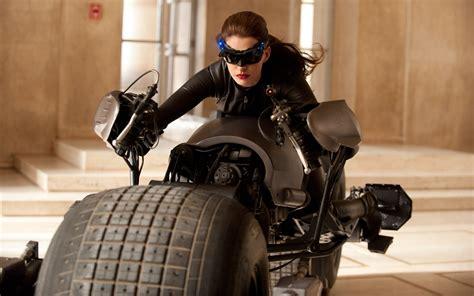 catwoman  dark knight rises anne hathaway selina