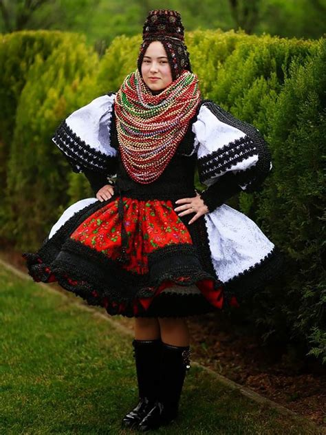 How Traditional Wedding Outfits Look Around The World (38