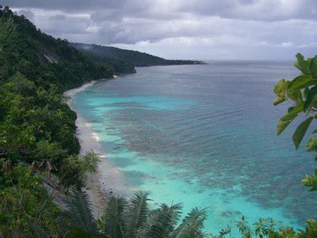 jalan setapak menuju kebahagiaan pantai bolii luwuk banggai