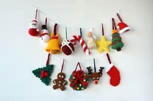 adornos navideños tejidos de para decorar la casa