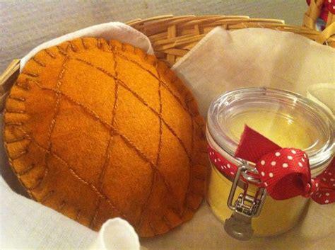 une galette et un petit pot de beurre uphaia kallista