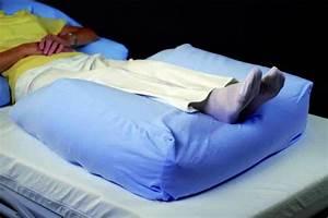 Kissen Für Bett : beinauflage orthop disches kissen f r beine und oberschenkel krankenpflege bett wohnen betten ~ Eleganceandgraceweddings.com Haus und Dekorationen