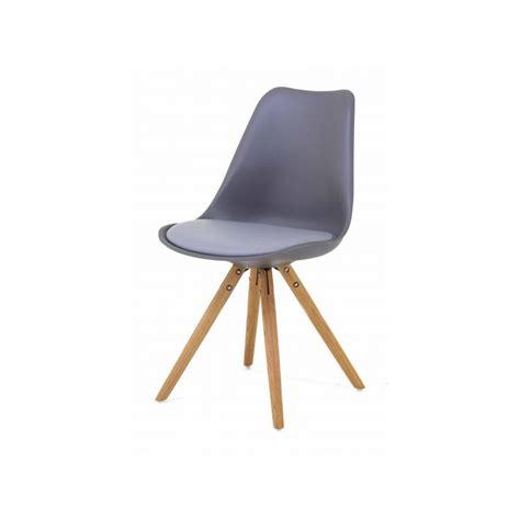 chaise nordique 2 chaises nordiques en plastique et bois grises cross trendy homes