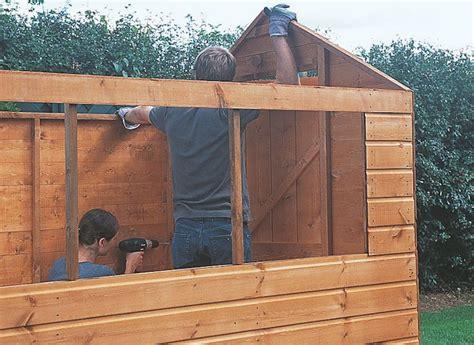 comment construire abri de jardin en bois astuces et photos
