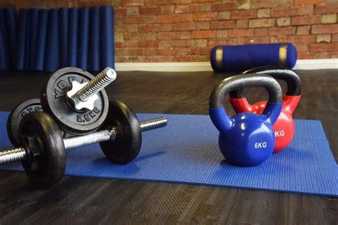 kettlebells dumbbells dumbells fitness differences kettlebell raphael biggest between