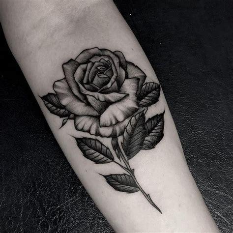 fleur dessin noir  blanc tatouage cochese tattoo