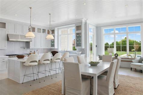 cuisine design luxe maison neuve à l intérieur baigné par la lumière dans les