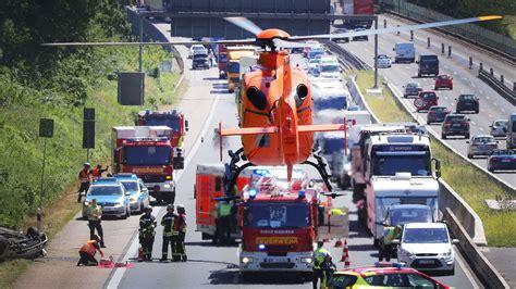 frankfurt hessen  schwerer unfall auf der