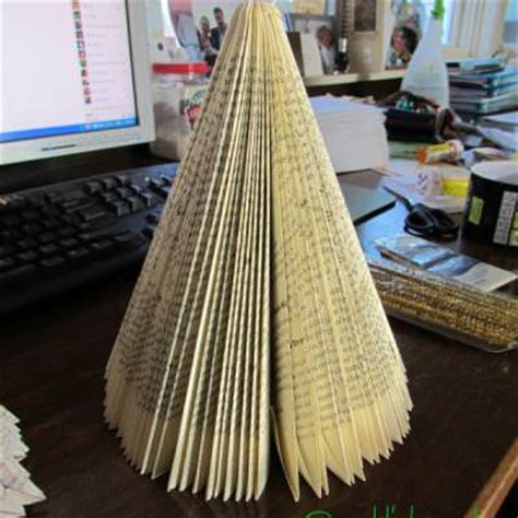 paperback book christmas tree christmas paper crafts tip junkie
