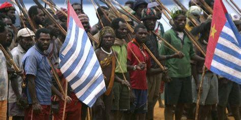 pengibaran bendera negara federal papua barat di sentani