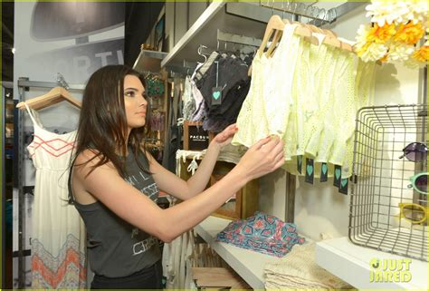 Kendall & Kylie Jenner Take a Cute Sister Selfie at PacSun ...