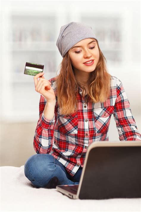 Best credit card deals for college students. Best 0% APR Credit Cards for 2020: No Interest Until 2021   Credit card, Credit card offers ...