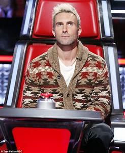 Blake Shelton mocks Adam Levine's blonde hair on The Voice ...