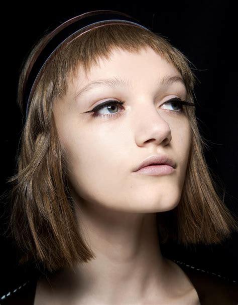 frange cheveux frange courte cheveux fins 20 fa 231 ons de porter la frange courte