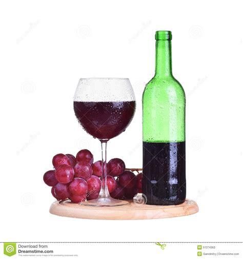 le avec bouteille en verre bouteille vin en verre avec des raisins d isolement sur le fond blanc photo stock image