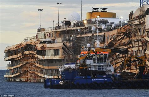 cruise ship sinking italy investigators become to board costa concordia