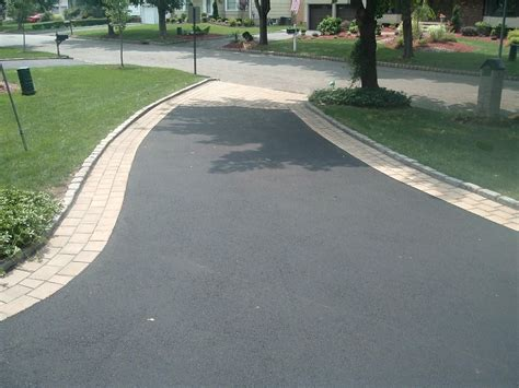 Auffahrt Pflastern Ideen by Driveway Concrete Paver Border On Asphalt Search