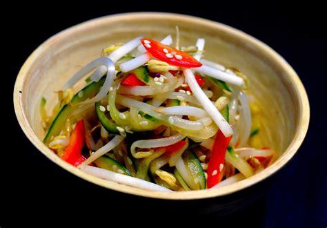 cuisiner pousse de soja salade concombre soja poivron a la japonaise par le yin
