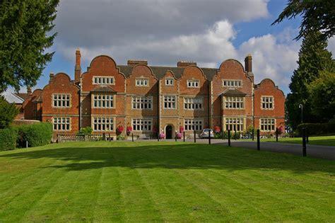 Milton Court - Wikipedia