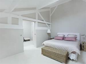chambre blanche et rose avec decorations en bois clair With chambre blanche et bois