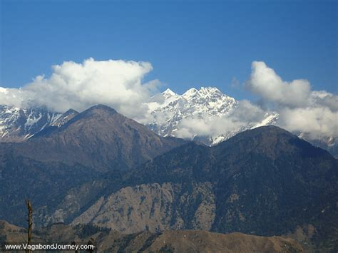 himalayan range in india house thatched roof himalaya mountains of india