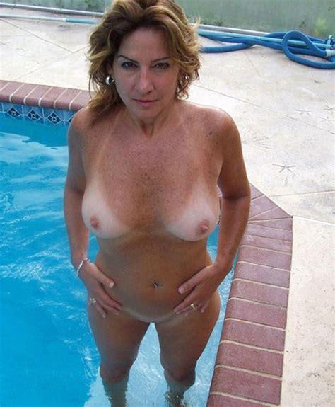 Superb Busty Full Grown Mom