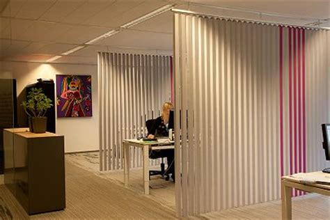 acoustic dividers for acoustic absorption in open plan
