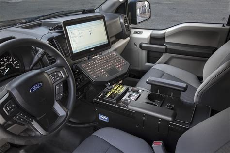 ford   police truck interior technology