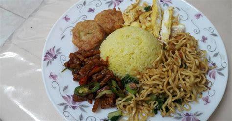 Meskipun disajikan dengan bahan yang sederhana, keluarga pasti senang kalau resep nasi kuning komplit sebagai menu sarapannya. Resep Nasi Kuning Gurih Spesial Enak Komplit Tumpeng Khas Betawi Dan Banjar