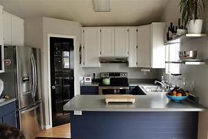 Grey walls in your kitchen interior design inspirations for Kitchen colors with white cabinets with steve mcqueen wall art