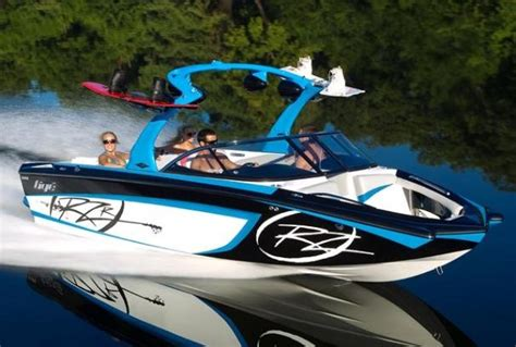 Boat Wraps Kelowna by Ski Boats For Sale This Ski And Wakeboard Boat For Sale
