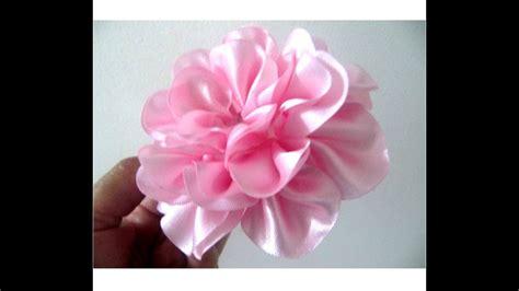 monos  el cabello en cintas rosas crespas paso  paso