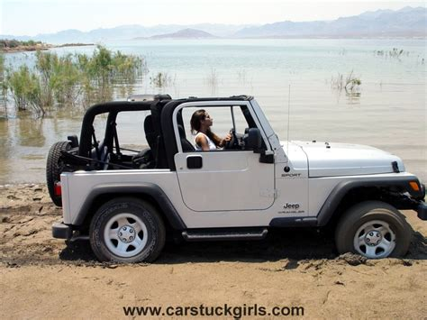 girls jeep wrangler pin mud jeeps girls on pinterest