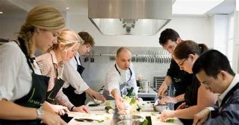 offrir un cours de cuisine avec un grand chef cadeaux 2 ouf idées de cadeaux insolites et originaux