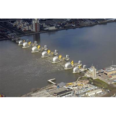 Thames Barrier CLOSED to stop London flooding as aftermath