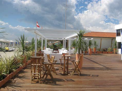 terrazze in legno da esterno linea pavimento in legno da esterno decking o m legno