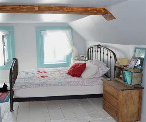 chambre sous les toits une chambre sous les toits aux planchers peints en blanc
