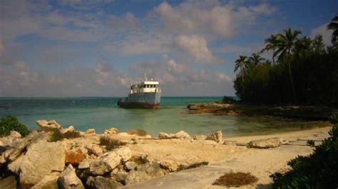 bahamas      white sandy beaches island