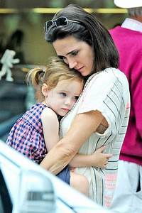 Jennifer Connelly and her daughter Agnes out in London on ...