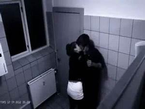 Faire L Amour Dans La Voiture : l 39 amour au toilettes vid o dailymotion ~ Medecine-chirurgie-esthetiques.com Avis de Voitures