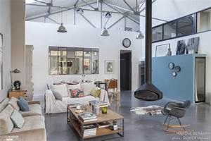 Interieur Style Industriel : salon moderne gris et bois canap en cuir noir suspension vertigo deco interieur style ~ Melissatoandfro.com Idées de Décoration