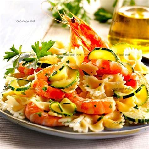 pates aux courgettes et crevettes photo culinaire farfalle aux courgettes crevettes et ricotta cooklook photo recette cuisine