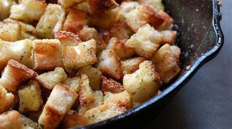 recette cassoulet maison simple la recette ultra simple des cro 251 tons 224 l ail faits maison