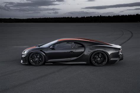 Bugatti owes its distinctive character to a family of artists and engineers, and has always strived to offer the extraordinary, the unrivaled, the best. Bugatti Chiron, 1.600 CV e 490,77 km/h: è un nuovo record di velocità massima - Automobilismo