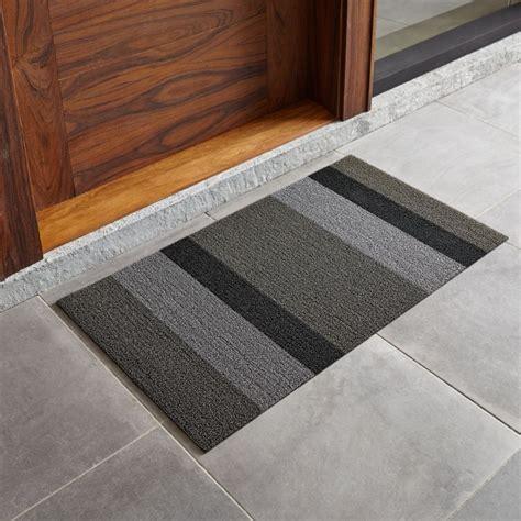 doormat review chilewich silver black striped 20 quot x36 quot doormat reviews